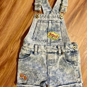 Little girls denim short-alls! (Pre-Loved)🍭